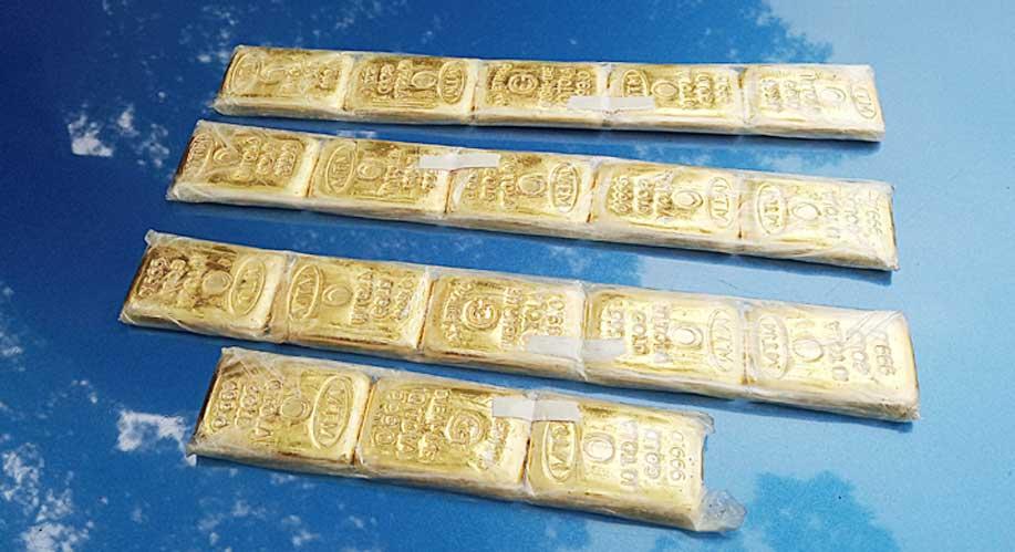 ২ মোটরসাইকেলের সংঘর্ষ আহত আরোহীর জুতায় ১৮ স্বর্ণের বার