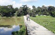 কুমিল্লায় ১টি সেতুর জন্য ভোগান্তিতে ২ উপজেলার মানুষ