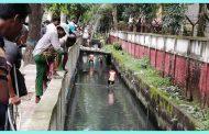 রাজশাহীতে ময়লা ড্রেনের পানিতে ভাসছিল ১০০০-৫০০ টাকার নোট